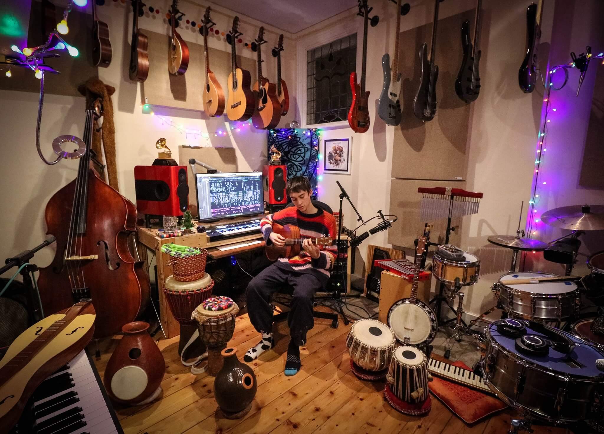 Jacob Collirの部屋(Photo:Facebook)