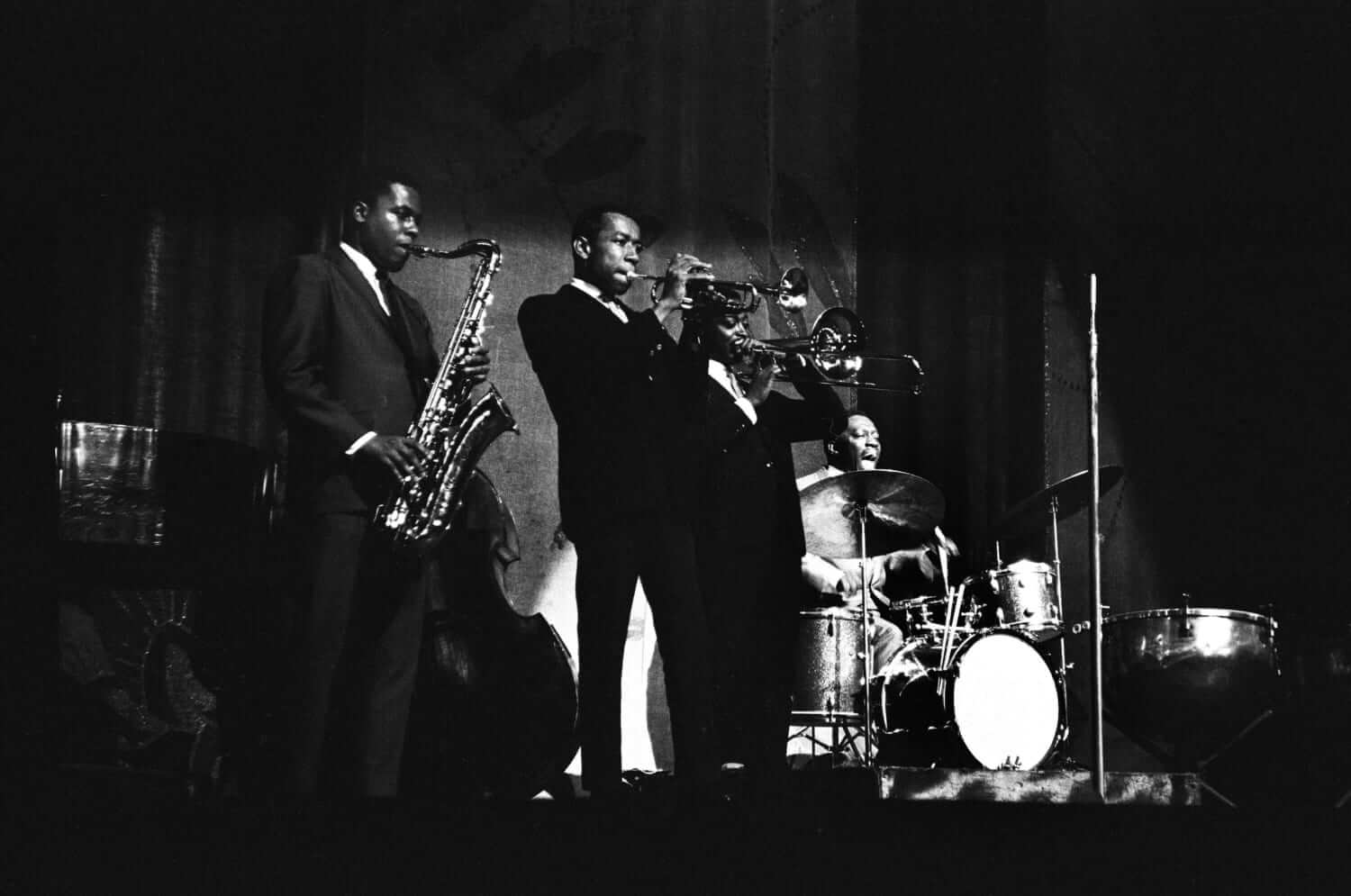 Wayne Shorter, Freddie Hubbard, Curtis Fuller with Art Blakey at the Apollo Theater in Harlem, New York in 1964 (photo: https://www.rte.ie)